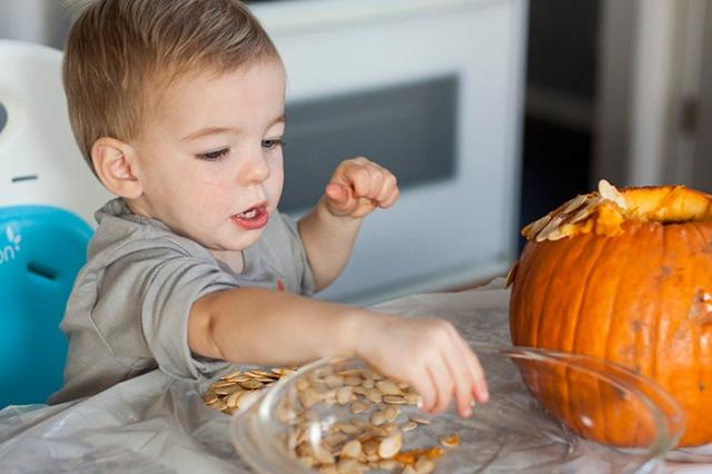 carving pumpkins_2