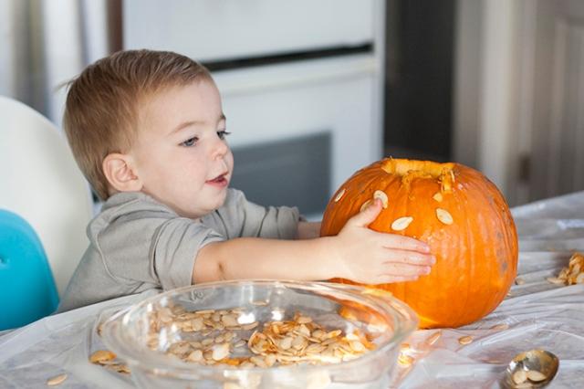 carving pumpkins_3